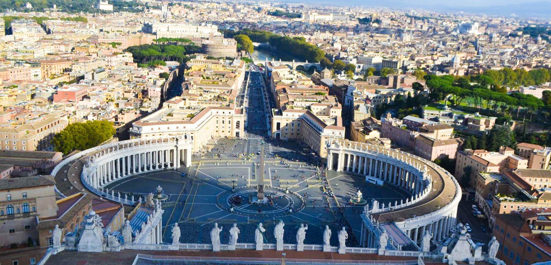 Piața Sfantul Petru din Roma - vedere de sus, din cupola Bazilicii Sfantul Petru de la Vatican