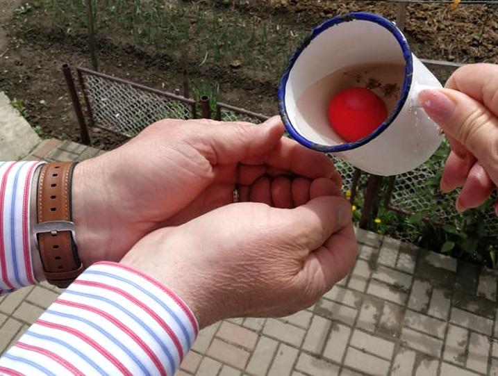 traditie oua rosii spalat pe maini