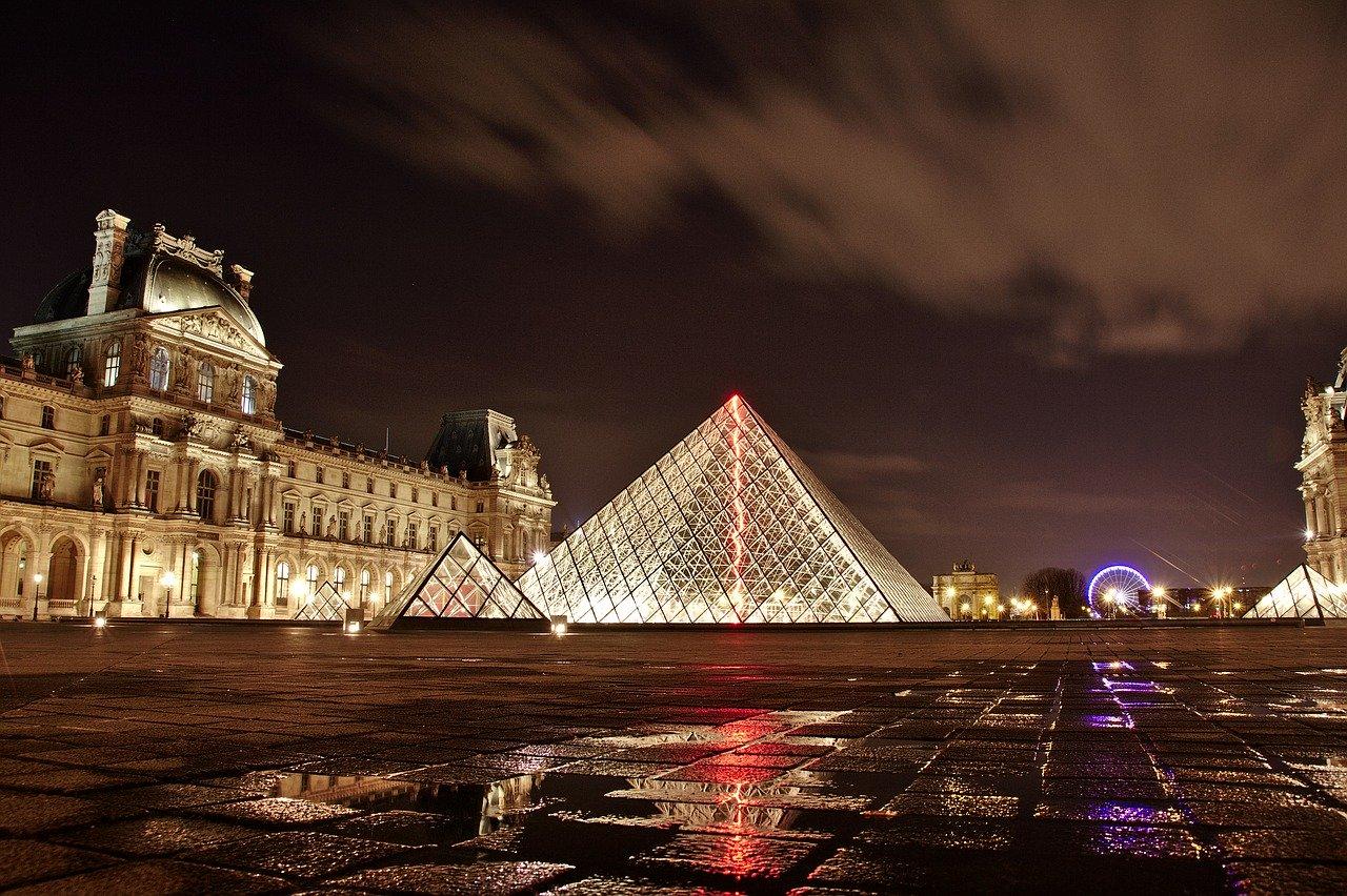 Muzeul Luvru, Paris Pixabay