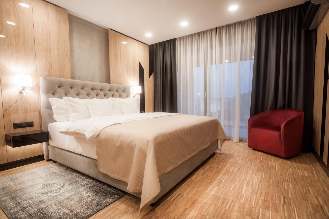 Hotelul Platinia Bărnuțiu