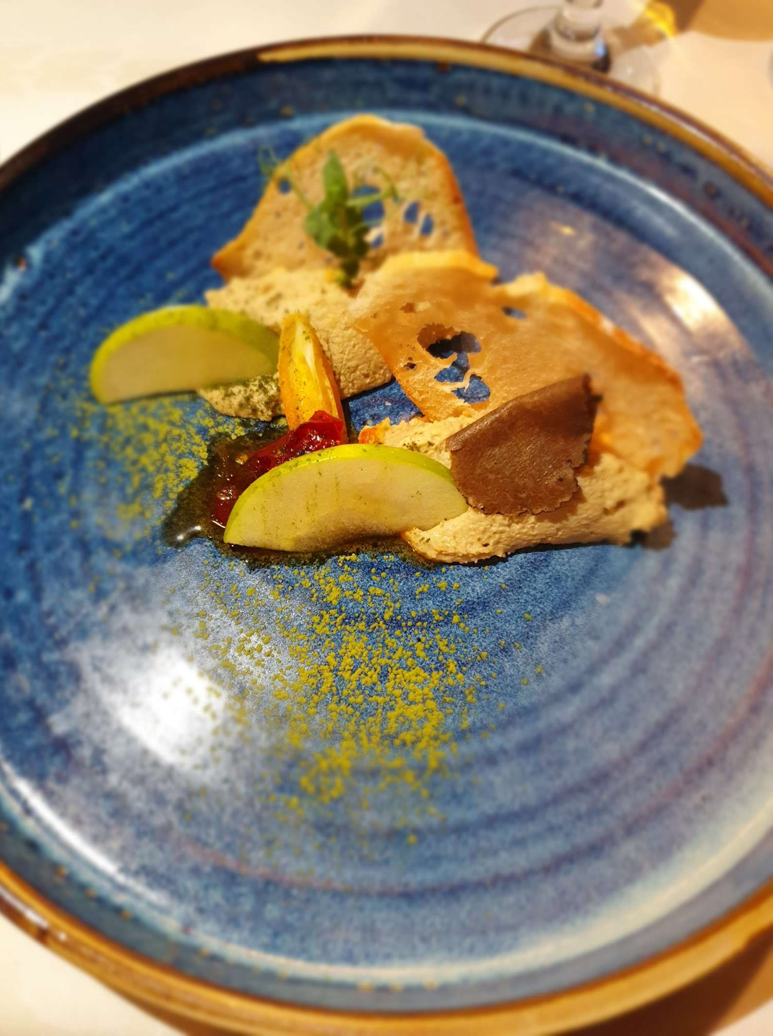 Mousse de foie grais servit cu măr verde, dulceață de ardei iute și cruton Best Western Bucovina