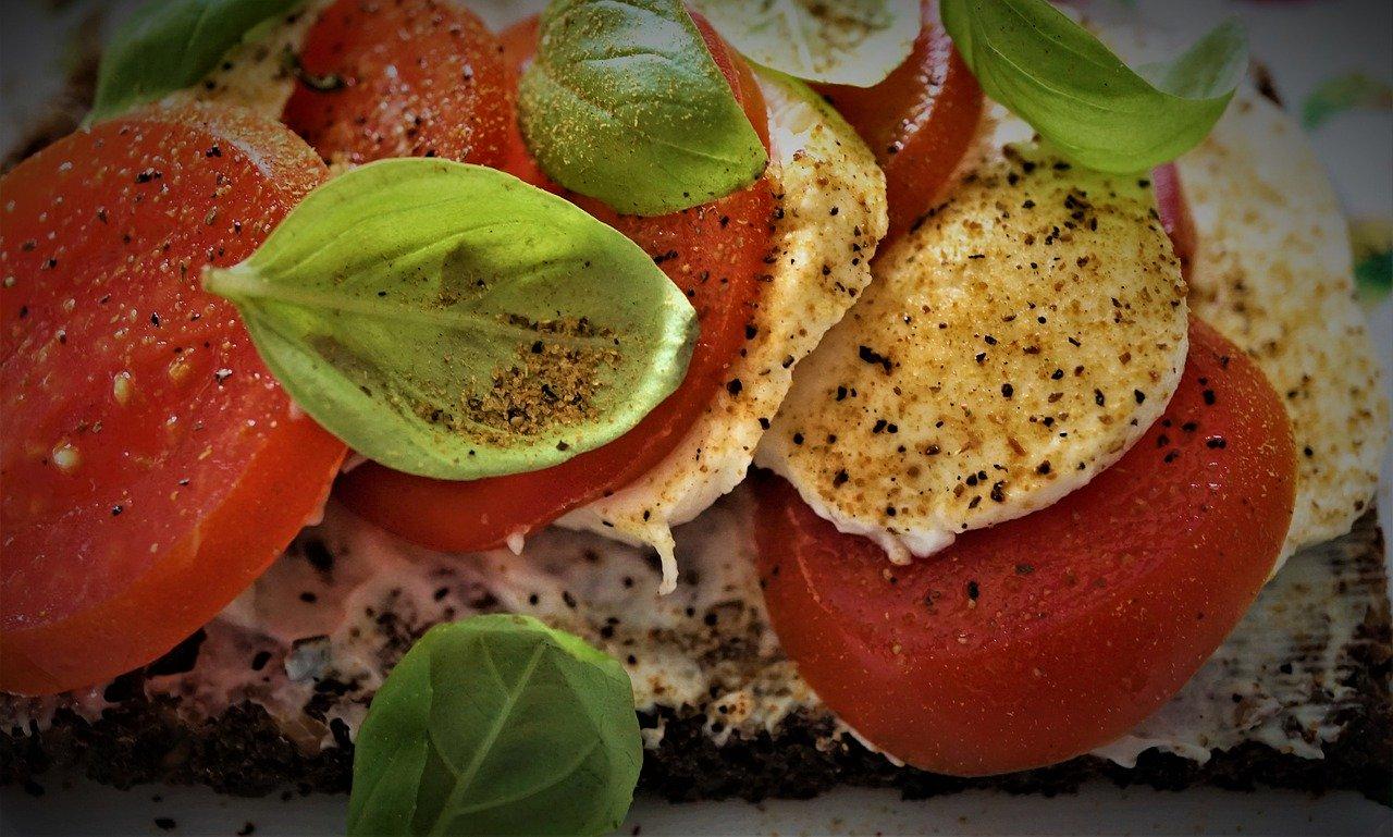 tomato mozzarella bread, basil, spices
