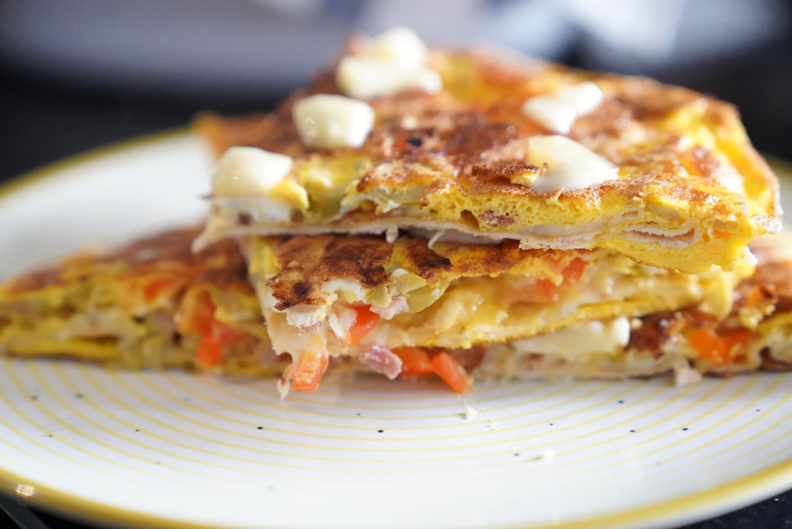 Tortilla la tigaie pe plita BOSCH PXV975DV1E Seria 8